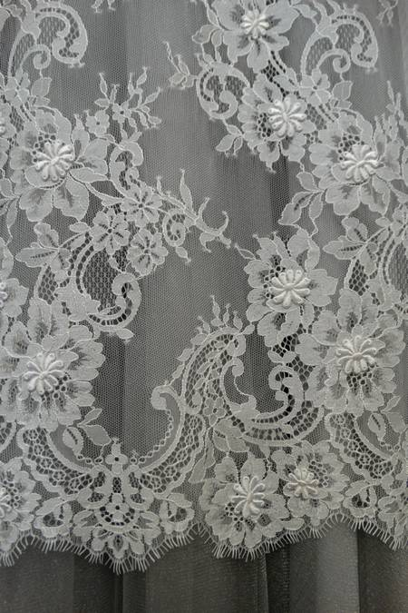 Tende di pizzo francese great tendone argilla organza e for Arredamento francese on line