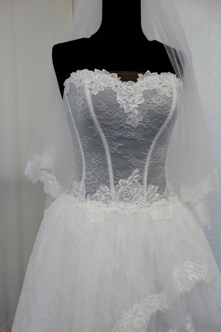 ABIT0 SPOSA IN PIZZO CHANTILLY E TULLE MANO SETA