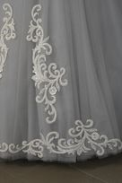 Applicazione Rebrode ricamata in bianco avorio di seta pura